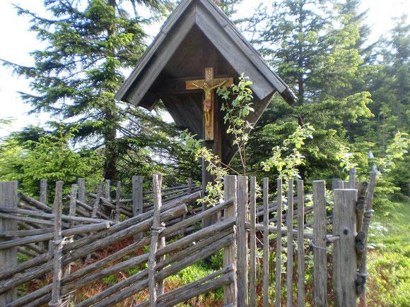 Kreuz auf dem Wallfahrerweg in Richtung Handalm