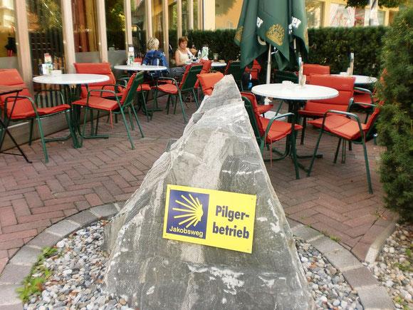 Endlich in Bärnbach. Dieser Kogel hat sich ganz schön gezogen. Es ist Mittagszeit und wir haben Temp.so um die 28°