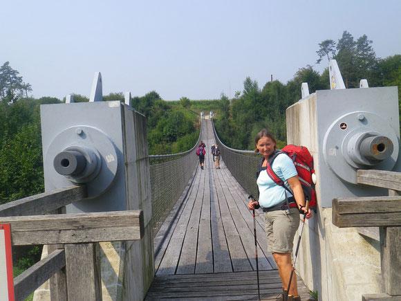 Dann ein langer Strassenmarsch bis zur Brücke die uns ins Jauntal führt