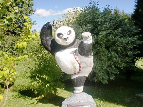 Zwischendurch mal nicht der  heilige Jakob ,sondern ein Kung Fu Bär