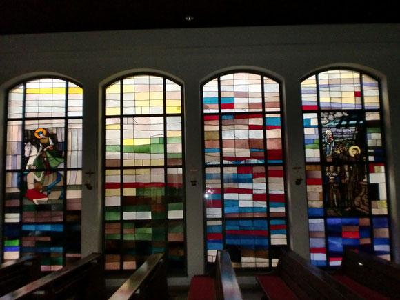 Die wunderschönen Glasfenster in der Pfarrkirche in Ferlach
