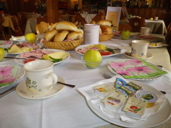 Morgenüberraschung. Ein herrliches Frühstück wartet auf uns