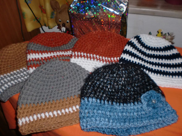 Noch ein paar Mützchen für Weihnachtsgeschenke
