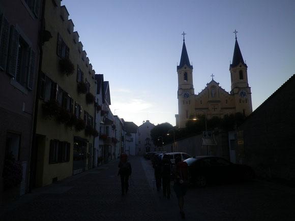 Aufbruch in den Frühen Morgenstunden in Bruneck. Jetzt ist auch wieder Gerti bei uns. Sie ist noch mitten in der Nacht angereist.