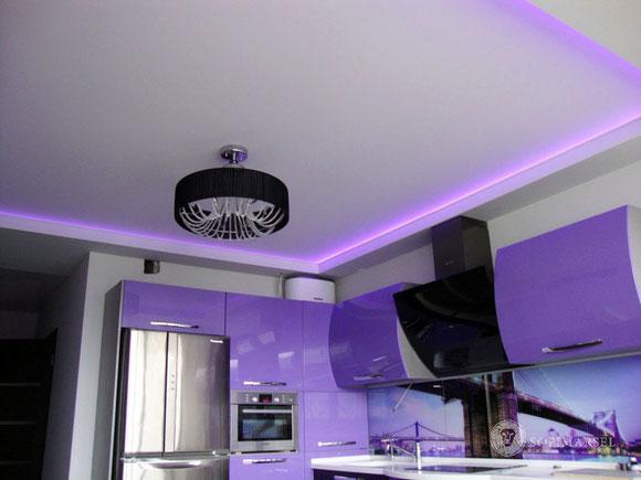 Seidematte Spanndecke in einer Küche