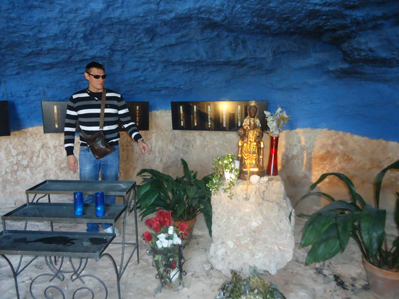 Святилище МадонныМонсерратской в Монферри