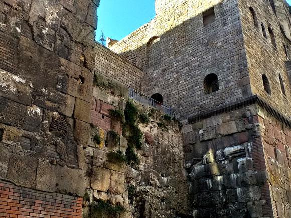 Достопримечательности Готического квартала - Римские оборонительные стены