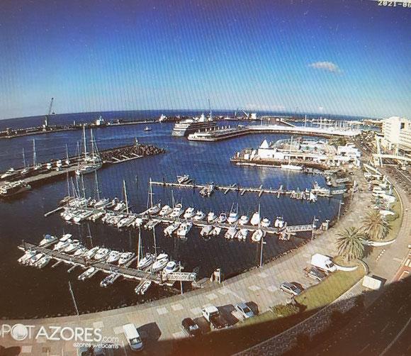 Unser Schiff ist sichtbar Mitte oben. Foto stammt von einer Webcam.