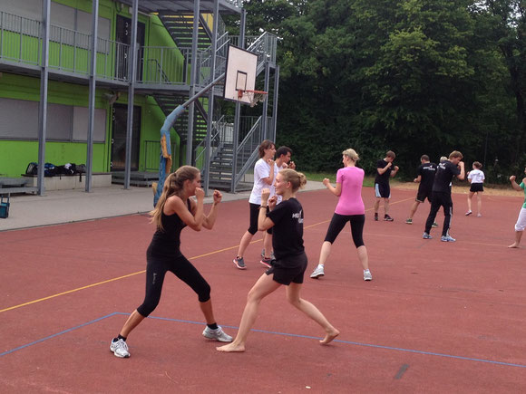 Kickboxen - Kampfsport - Training - Outdoor