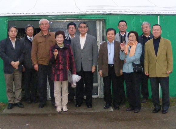 グリーンシステムを訪問。安川社長から新しい技術等の説明を受ける元氣農業開発機構の一行