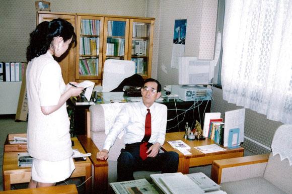 大臣官房技術総括審議官の時の木田氏。大手術後、種苗センター理事長を務めてから就任。