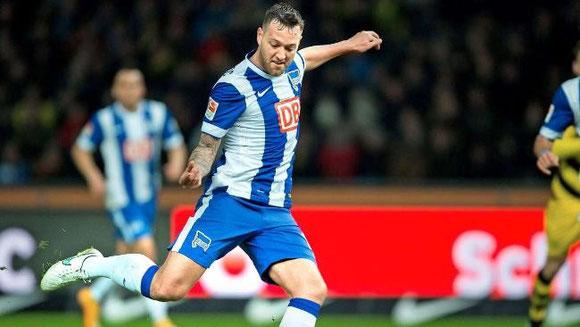 Julian Schieber kam im Sommer für 2,5 Mio. Euro aus Dortmund. In 122 Bundesliga-Spielen erzielte er bisher 21 Tore  Foto:dpa