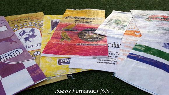 Muestra de sacos, de varios tamaños e impresiones, elaborados por Sacos Fernández, S.L.