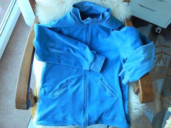 Eine Nickijacke für meinen Großen von mir (mit Paspeltaschen, puh war das ein Akt) nach einer Anleitung von Klimperklein