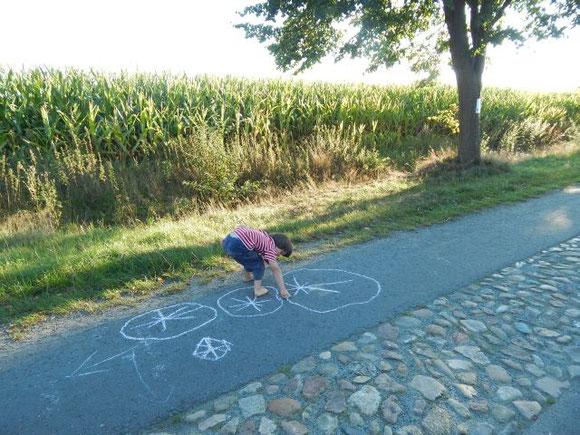 ... beim Malen mit Straßenkreide