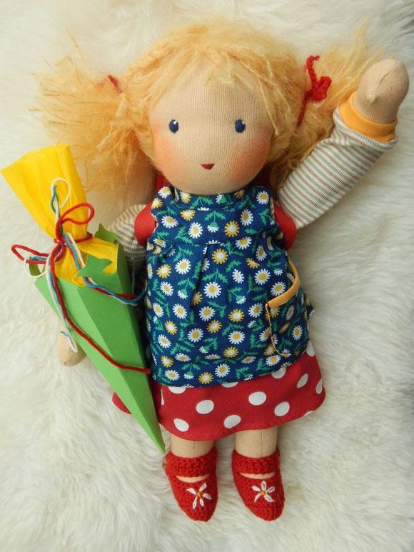 Stoffpuppe, Einschulung, Schulpuppe, Puppenschulranzen, handgemacht, Handarbeit, Waldorf, school doll, Steiner doll, Steiner Puppe, Einschulungspuppe