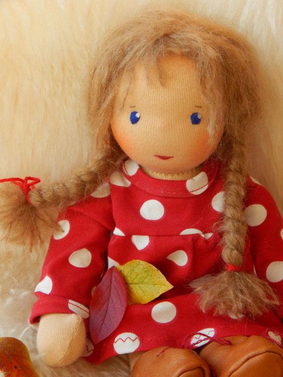Inneres Kind, Innere-Kind-Arbeit, Innere-Kind-Meditation, Stoffpuppe, ökologisch, Kinderpuppe, Bio-Stoffpuppe, handgemachte Stoffpuppe, individuelle Stoffpuppe, Waldorfpuppe, cloth doll, companion doll, Steiner doll, Puppenhandwerk, Pippa, Pippa und Pelle