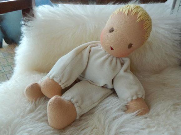 Schlamperle, Kuschelpuppe, handgemacht, Babypuppe, Baby-Schlamperle, Waldorfpuppe, steiner doll, cloth doll, cuddle doll, Nickipuppe, Pärsch, Puppenhandwerk, erste Puppe