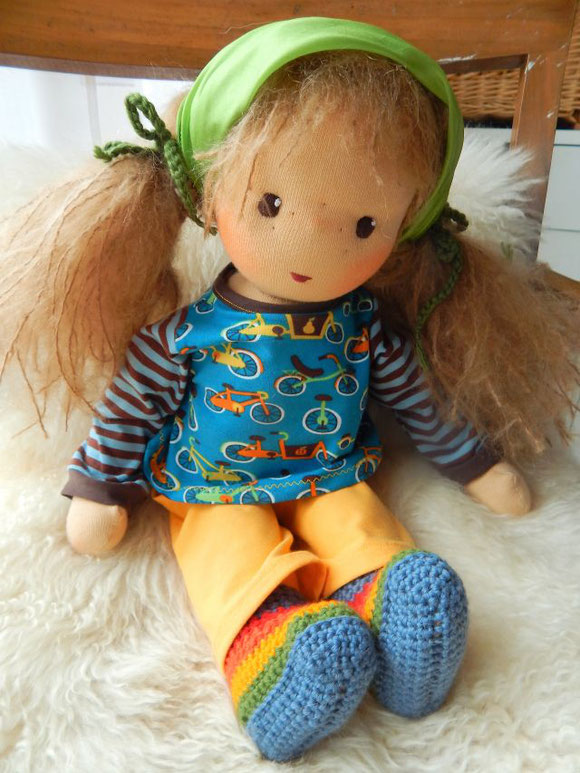 handgemachte Stoffpuppe, Bio-Stoffpuppe, ökologische Kinderpuppe, Handarbeit, Waldorfpuppe, nach Waldorfart, companion doll, cloth doll, organic cloth doll, anthroposophisches Spielzeug, Puppenhandwerk, Pärsch