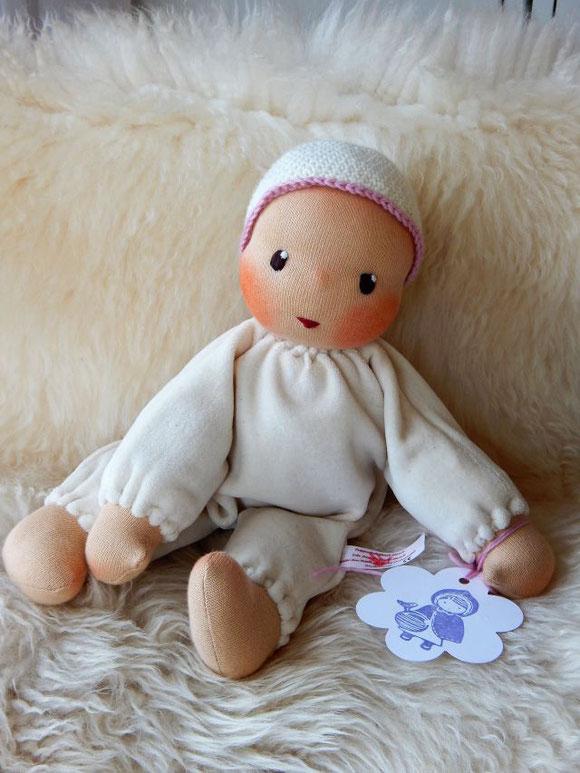 Stoffpuppe, Waldorfpuppe, Bio, ökologisch, handgemacht, handgefertigt, Handarbeit, individuelle Puppe, Wunschpuppe, Puppe passend zum Kind, cloth doll, handmade, companion doll, Puppenhandwerk, erste Puppe, Erstlingspuppe, Kuschelpuppe, Schlamperle-Puppe
