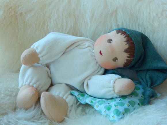 handgemachte Stoffpuppe, individuelle Puppe, ökologische Kinderpuppe, Waldorf Schlamperle, Puppenhandwerk, dollmaking, individual cloth doll, cuddle doll, companion doll, biologische Puppe, Bästis, Kleinkindpuppe