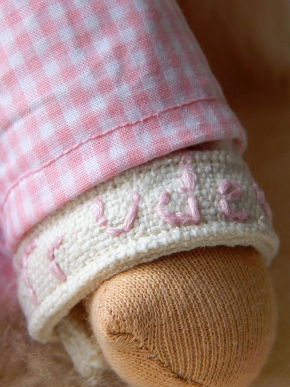 Schlamperle, ökologische Kinderpuppe, erste Puppe, individuelle Puppe, passend zum Kind, Waldorf, handgemachte Puppe, Handarbeit, handgefertigt, Stoffpuppe, Puppenfreundin, Puppenbegleiter, Erstlingspuppe, Puppenhandwerk, Pärsch, Bio-Stoffpuppe, Kuschel