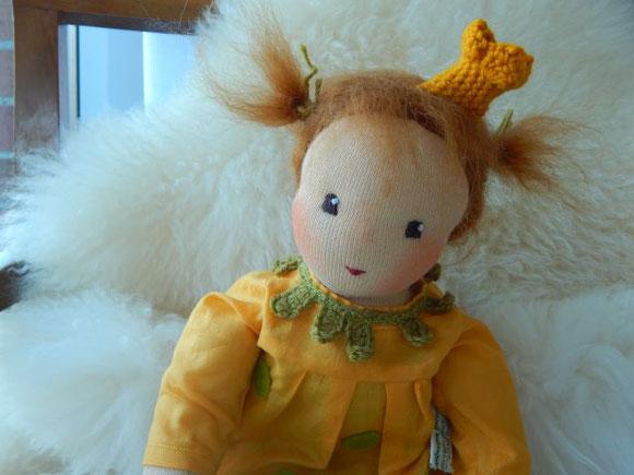 Prinzessin Penelope, Daniela Drescher, Urachhaus, Puppenhandwerk Pärsch, Stoffpuppe, Bio-Stoffpuppe, Waldorfpuppe, handgemacht, Prinzessin Penelope Puppe, cloth doll, Steiner doll