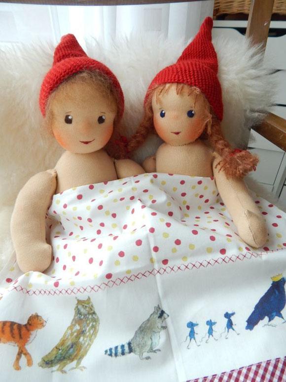 Kleine Zauberwelt, Daniela Drescher, Geschirrhandtuch, Pippa und Pelle, Stoffpuppe, Waldorfpuppe, Bio-Stoffpuppe, handgemachte Stoffpuppe, cloth doll, organic cloth doll, handmade
