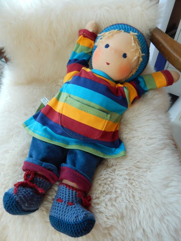 Stoffpuppe, Gliederpuppe, Waldorfpuppe, handgemachte Stoffpuppe, Bio-Stoffpuppe, Bio-Waldorfpuppe, Handarbeit, handgemacht, Steiner, Steiner doll, cloth doll, organic cloth doll, organic, bio, handmade doll, Puppenhandwerk, Pärsch