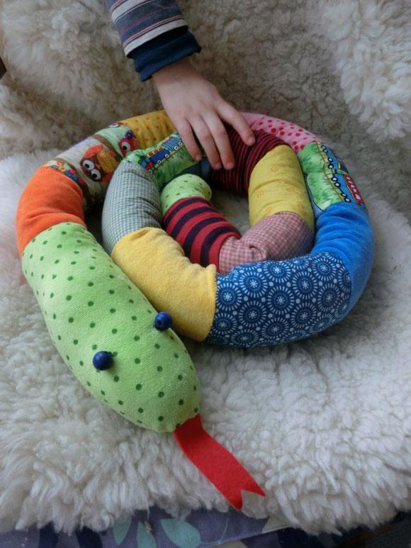 handgemachte Schlange, Stoffschlange, Kuscheltierschlange, Kuschelschlange, Patchworkschlange, patchwork snake, handmade cuddle snake,