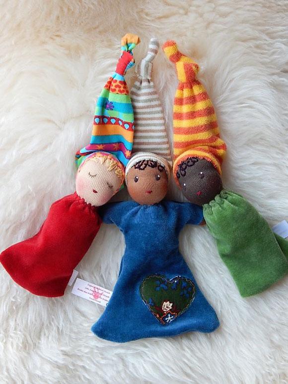 Nuckelpüppchen, Greifling, erste Puppe, erstes Spielzeug, Taufgeschenk, Geburtsgeschenk, individuell, Stoffpuppe, Waldorfart, Bio, Puppenhandwerk, individuelle Puppen passend zum Kind, Wunschpuppe