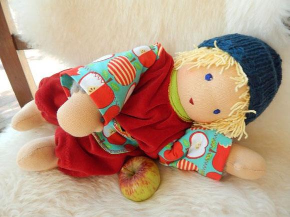 Kleinkindpuppe, Kuschelpuppe, Waldorfpuppe, Handarbeit, handgemacht, handgefertigt, Bio-Stoffpuppe, Stoffpuppe, Rudolph Steiner Puppe, Steiner doll, cuddle doll, toddler doll