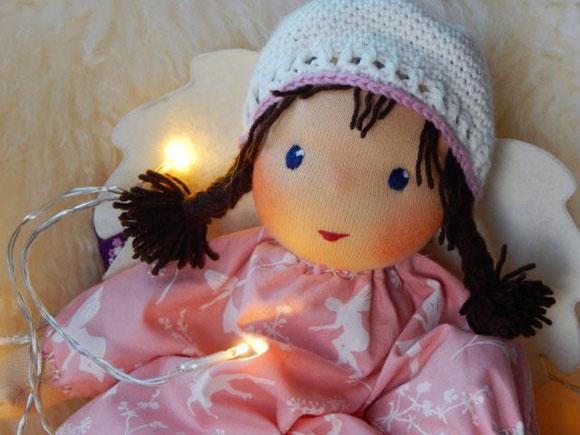 Schutzengel, Schutzengelpuppe, Stoffpuppe, handgemacht, Bio-Stoffpuppe, ökologische Kinderpuppe, Puppenhandwerk, Pärsch, individuelle Wunschpuppe, Puppe passend zum Kind