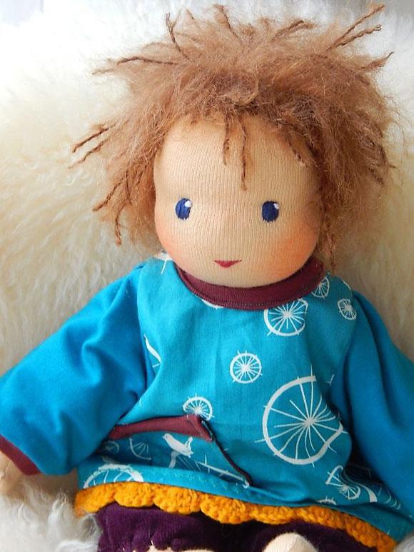 ökologische KInderpuppe, Kuschelpuppe, Schlamperle, Waldorfart, Stoffpuppe, erste Puppe, individuelle Puppe, handgefertigte Stoffpuppe, handgemachte Puppe, Bio-Stoffpuppe, Öko-Stoffpuppe, Puppenhandwerk, Puppe passend zum Kind, cloth doll, cuddle doll