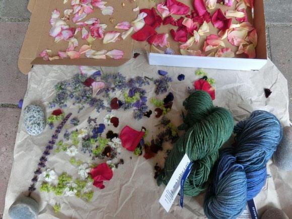 Blütenpotpourri - getrocknete Blütenblätter aus unserem Garten für unsere Geburtstagsparty-Seifenpläne...