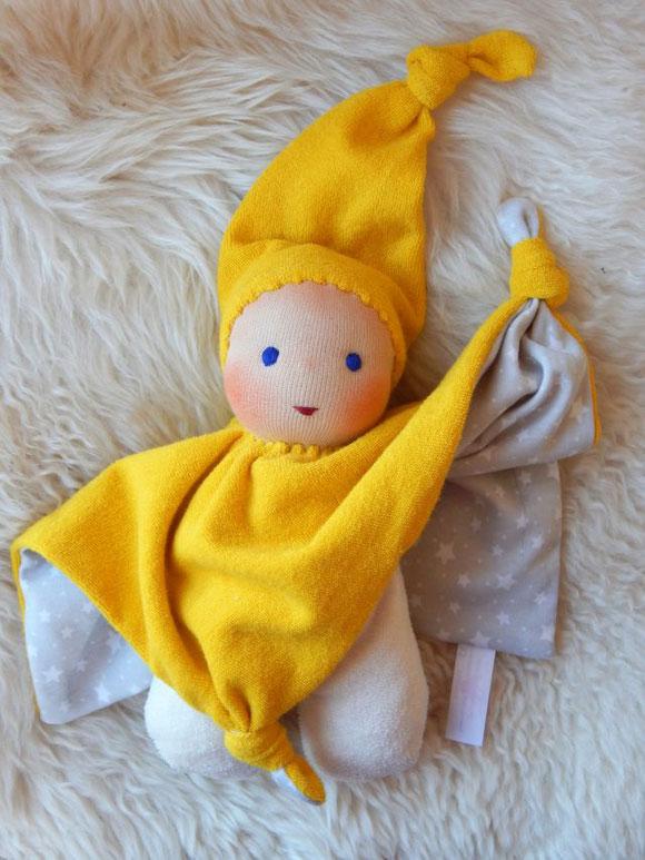 Tuchpuppe, Kuschelpuppe, erste Puppe, handgemachte Erstlingspuppe, handgefertigte Puppe, Bio-Stoffpuppe, Bio-Kuschelpuppe, cuddle doll, individuelle Puppe passend zum Kind, Sternen-Puppe, Puppenhandwerk Pärsch, ökologische Kinderpuppe,  Wunschpuppe