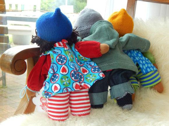 dunkelhäutige Stoffpuppe, afrikanische Stoffpuppe, Jungenpuppe, Puppenjunge, ökologische Kinderpuppe, handgemacht, handgefertigt, Waldorfart, individuelle Stoffpuppe, passend zum Kind, Puppenhandwerk Pärsch, dark-skinned clothdoll, african clothdoll,