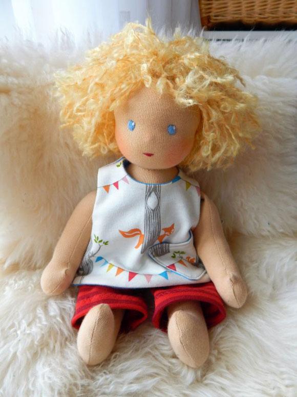 Stoffpuppe, handgemacht, handgefertigt, Handarbeit, ökologische Kinderpuppe, Waldorf, Gliederpuppe, Puppenhandwerk, Pärsch, individuelle Puppe, passend zum Kind, Puppenfreundin, cloth doll, companion doll, Steiner doll