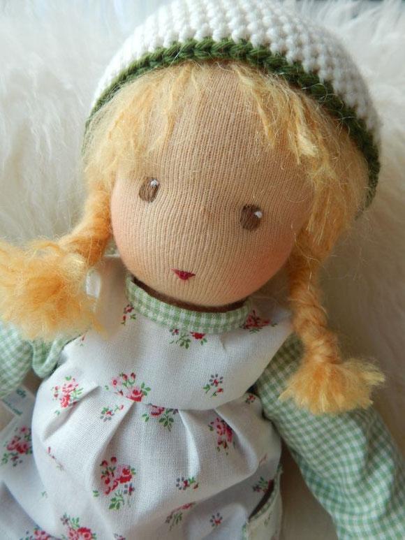 Stoffpuppe, handgemacht, Handarbeit, handgefertigt, Waldorfpuppe, Gliederpuppe, Steiner Puppe, steiner doll, cloth doll, handmade, Bio-Stoffpuppe, Puppenhandwerk, Pärsch, companion doll