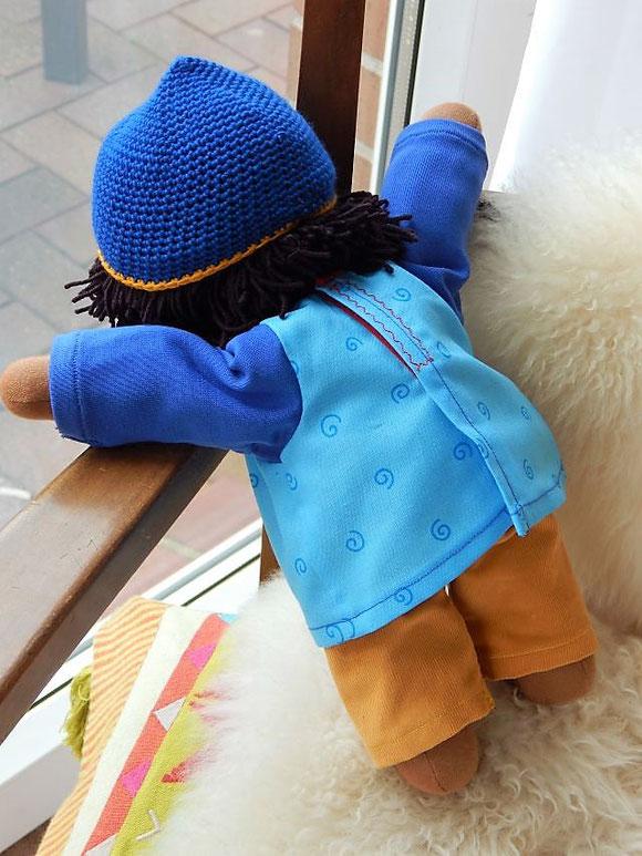 Bio-Stoffpuppe, Schlamperle, erste Puppe, Kleinkindpuppe, Kuschelpuppe, afrikanische Stoffpuppe, dunkelhäutige Stoffpuppe, Waldorfart, Wunschpuppe, individuelle Puppe passend zum Kind, handgemachte Stoffpuppe, Handarbeit, handgefertigt, Puppenhandwerk