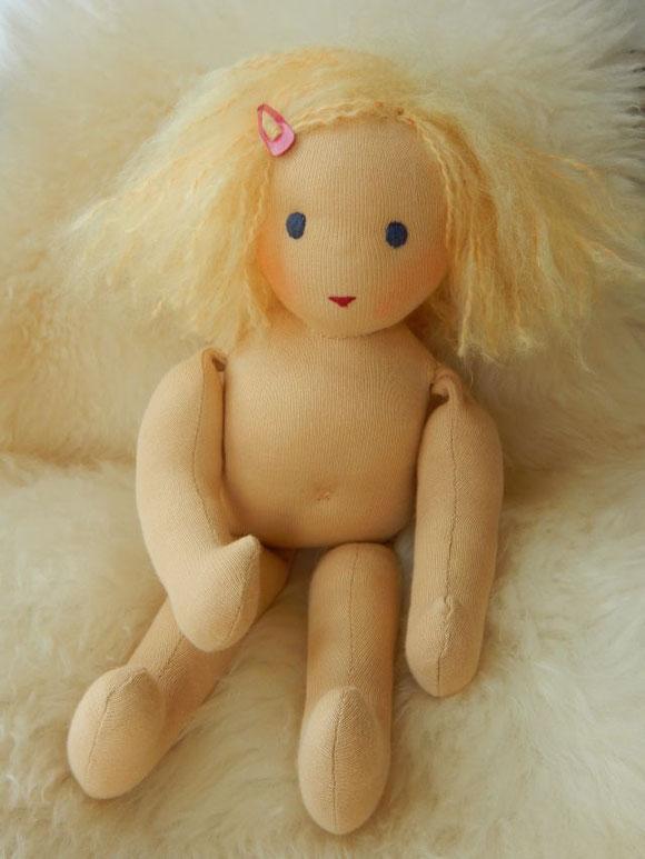 Stoffpuppe, Gliederpuppe, Waldorfpuppe, handgemacht, handgefertigt, individuelle Wunschpuppe, Puppe passend zum Kind, cloth doll, companion doll, steiner doll, Bio-Stoffpuppe, Bio-Waldorfpuppe, Puppenhandwerk Pärsch,
