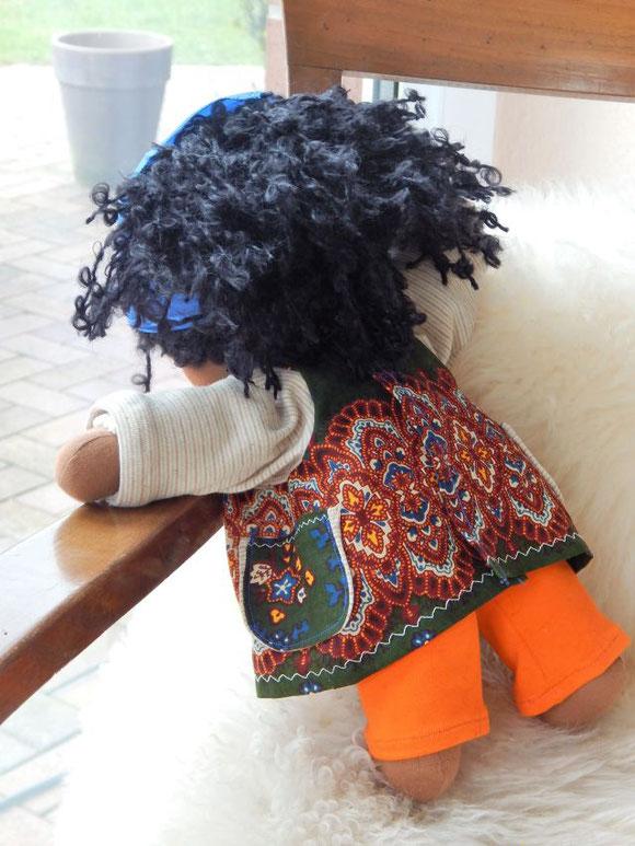 afrikanische Stoffpuppe, dunkelhäutige Stoffpuppe, individuelle Wunschpuppe, Bio-Stoffpuppe, handgemacht, Handarbeit, handmade african cloth doll, organic cloth doll, erste Puppe, Puppenhandwerk, Puppe passend zum Kind, Schlamperle, Waldorf, Waldorfart
