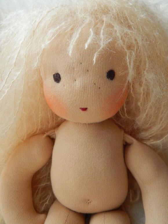Stoffpuppe, Bio, handgemacht, Waldorfpuppe, Handarbeit, Waldorfart, handgefertigt, Puppenhandwerk, Pärsch, Rotkäppchen, cloth doll, Steiner doll, Rudolf Steiner Puppe, individuelle Puppe, Bio-Stoffpuppe