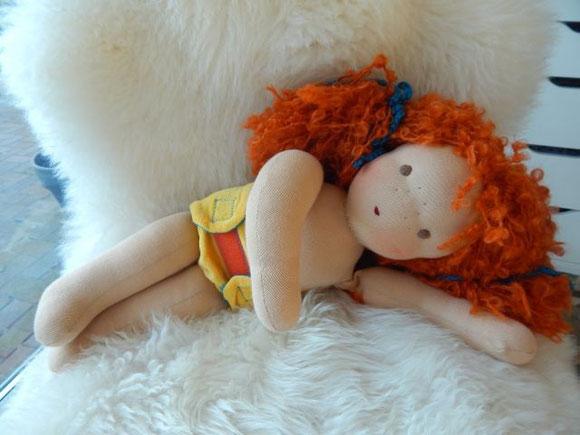 Stoffpuppe, Bio, handgemacht, Handarbeit, Waldorfpuppe, Waldorfart, Steiner, steiner doll, clothdoll, handmade clothdoll, Spielpuppe, rothaarige Puppe