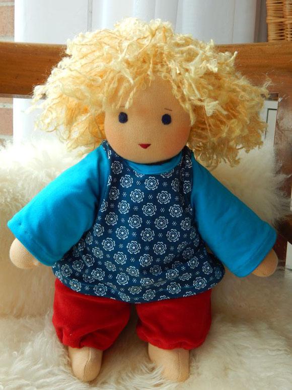 Stoffpuppe, Kinderpuppe, Kuschelpuppe, ökologisch, bio, handgemacht, Handarbeit, Waldorf Art, Puppenhandwerk, Pärsch, cloth doll, cuddle doll, companion doll, Schmusepuppe, Puppe, die dem Kind ähnelt
