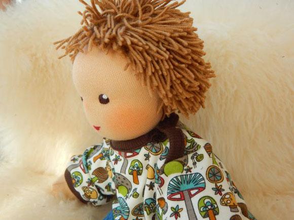 Kuschelpuppe, Kinderpuppe, ökologisch, Bio, Stoffpuppe, handgemacht, Puppenhandwerk, dollmaking, cloth doll, companion doll, cuddle doll, Puppenbegleiter, Puppe passend zum Kind, Puppe für autistisches Kind, Puppe, die dem Kind ähnelt