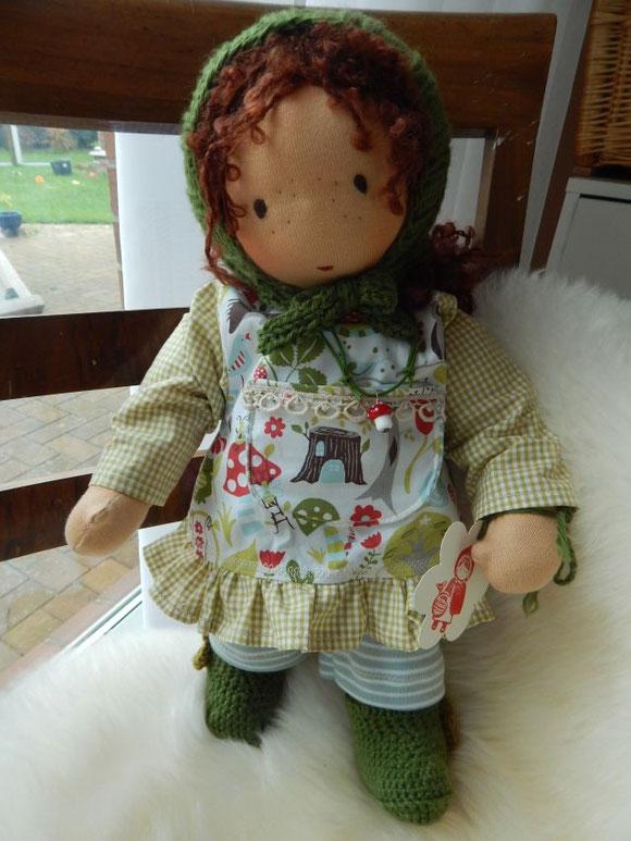 Als kleines Extra bringt Ronja ein kleines Fliegenpilzchen aus dem Wald mit - als Glasperlenkette...