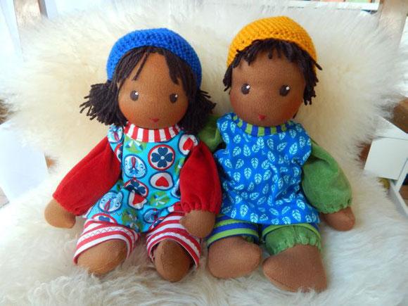 Stoffpuppe, dunkelhäutig, farbig, farbige Stoffpuppe, Waldorfpuppe, Schlamperle, afrikanische Puppe, handgemacht, handgefertigt, handgearbeitet, Handarbeit, Waldorf, cuddle doll, dark-skinned, companion doll, cloth doll, Steiner doll,Puppenhandwerk Pärsch
