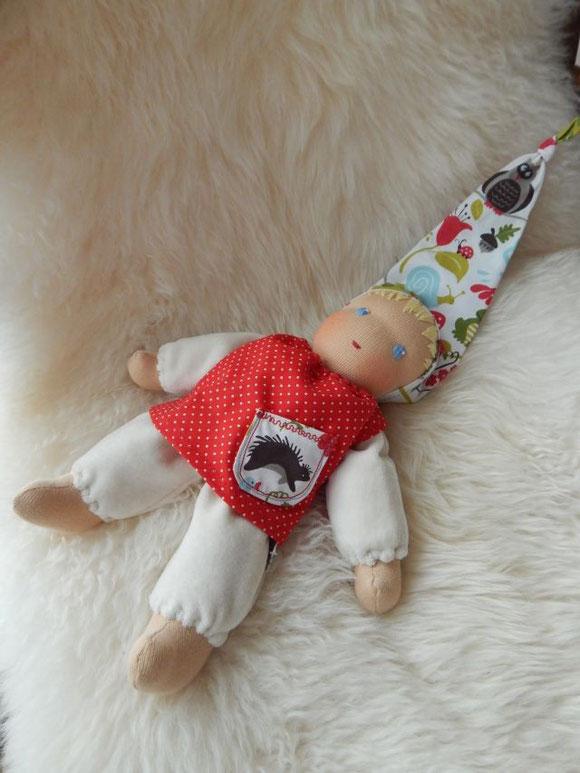 Stoffpuppe, handgemacht, Handarbeit, Bio-Stoffpuppe, Waldorfpuppe, Bio-Waldorfpuppe, Stoffpuppe nach Waldorfart, erste Puppe, Erstlingspuppe, Rudolf Steiner Puppe, Steiner doll, cloth doll, cuddle doll, Schlamperle, Schlamperle-Puppe, Puppenhandwerk
