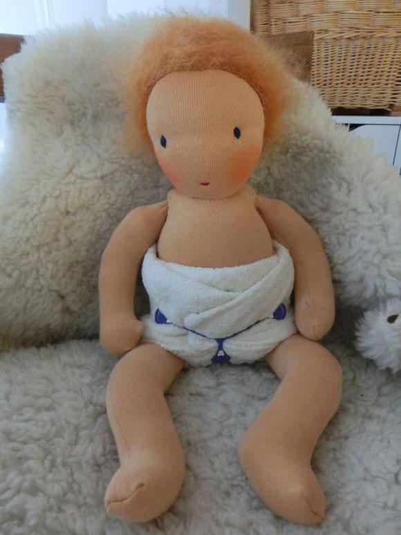 Auch dieses Baby wieder mit Lenya Windel und Snappi samt Sandsäckchen...